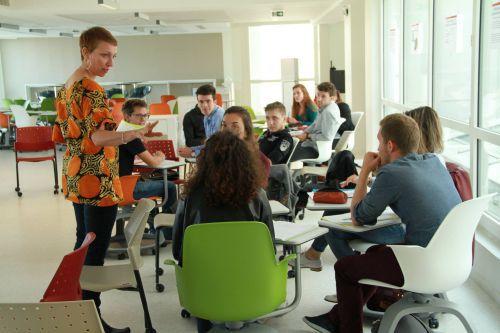 Cours de l'ESQESE en coworking lab à l'UCLy